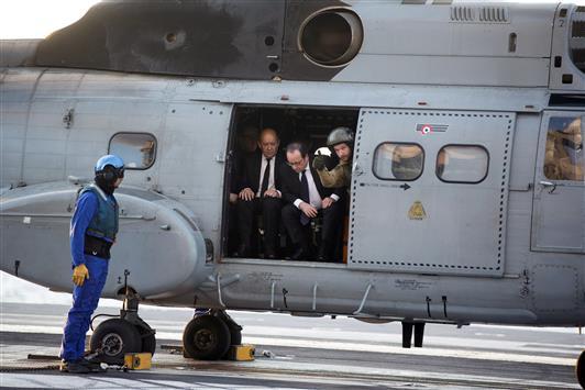 """هولاند: حاملة الطائرات شارل ديغول ستكون في الخليج العربي """"خلال أيام"""