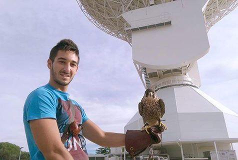 وكالة الفضاء الأوروبية توظف صقر للحفاظ على معداتها