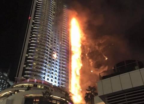 خوفاً من الموت حرقاً بفندق دبي.. صحفي يربط نفسه بحبل في الطابق 48 ويطلب رؤية زوجته