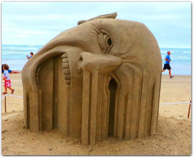 ملتقى النحت على الرمل