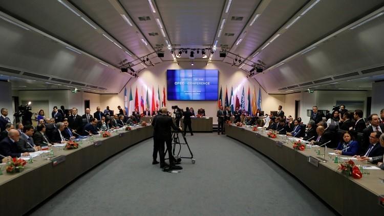 النفط يقفز بعد الإعلان عن اتفاق