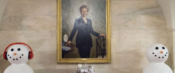 صورة هيلاري كلينتون معلّقة في البيت الأبيض.. هل سيزيلها ترامب؟