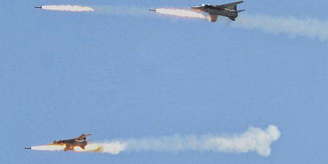 """الطيران الحربي السوري يدمر تجمعات وتحصينات لتنظيم """"داعش"""" الإرهابي في دير الزور"""