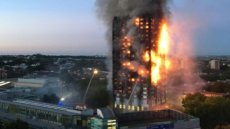 ارتفاع حصيلة ضحايا حريق لندن إلى 30 قتيلا