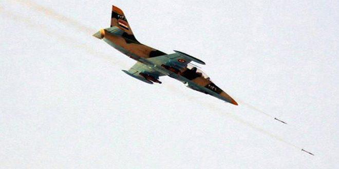 """سلاح الجو في الجيش العربي السوري يدمر مقرات وتحصينات وعربات قتالية لإرهابيي """"داعش"""" بأرياف الرقة وحمص وحماة"""