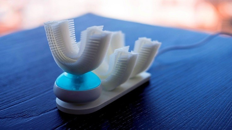 اختراع ثوري.. فرشاة لتنظيف الأسنان في ثوان معدودة!