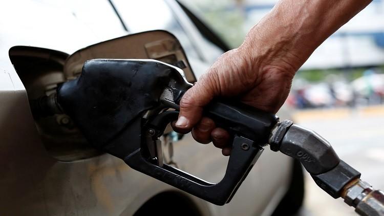 النفط يصعد مع تراجع مخزونات الوقود الأمريكية
