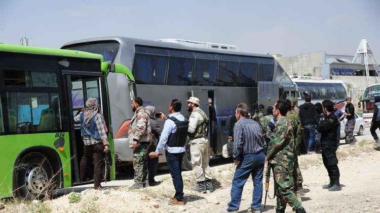 الدفعة الثانية من مسلحي جنوب الغوطة الشرقية تخرج إلى إدلب