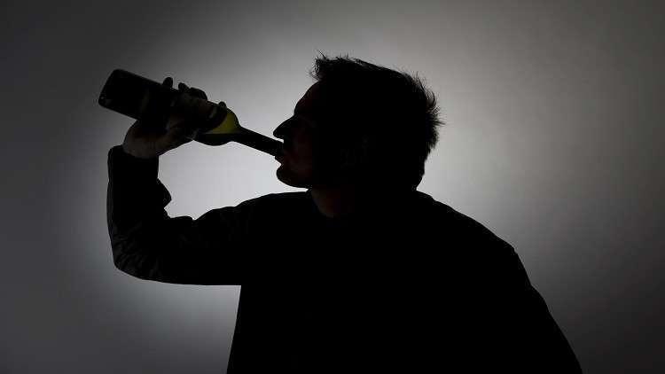 العلماء يختبرون عقارا جديدا للتخلص من إدمان الكحول